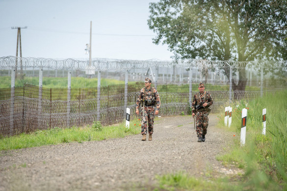 Elítélték a határzárat megrongáló migránsokat