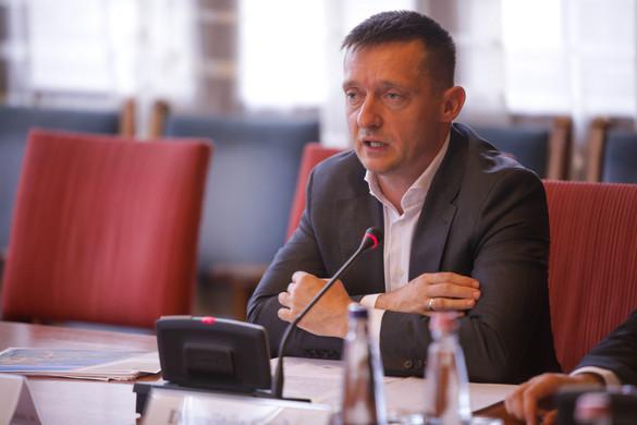 """""""Az Európai Bizottságnak olyan vezetőre van szüksége, aki tiszteli a közép-európai országokat"""""""