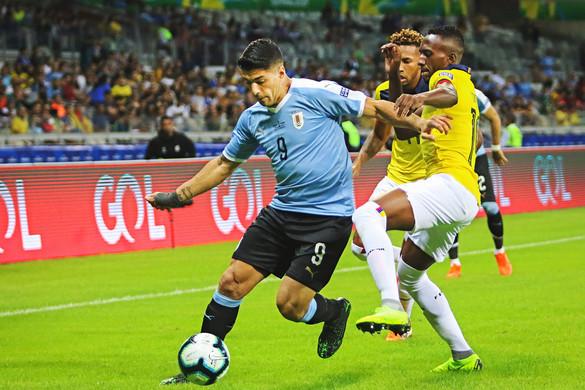 Cavani és Suárez főszereplésével  gáláztak az uruk