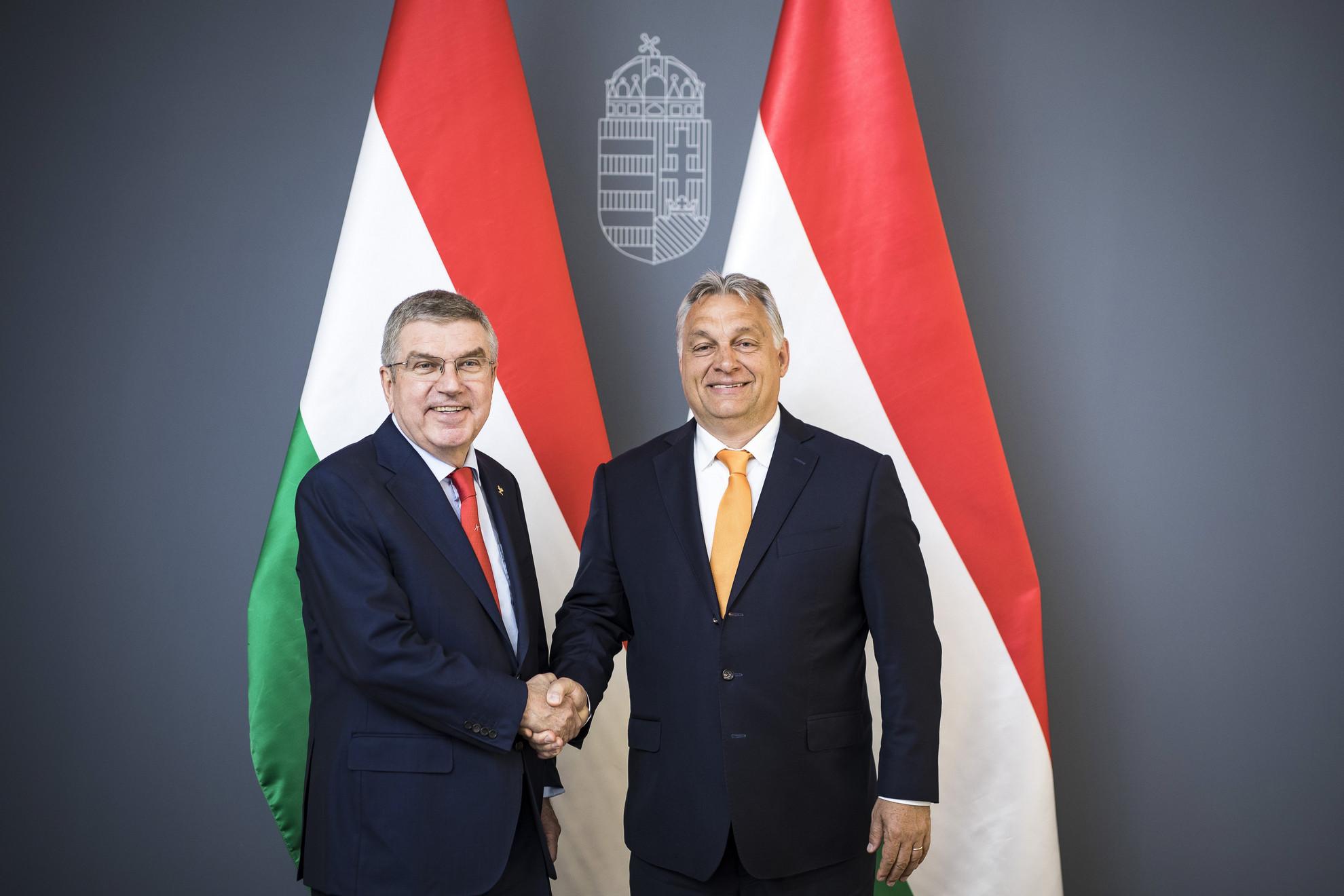 Orbán Viktor miniszterelnök (j) és a Nemzetközi Olimpiai Bizottság elnöke, Thomas Bach találkozója a Karmelita kolostorban