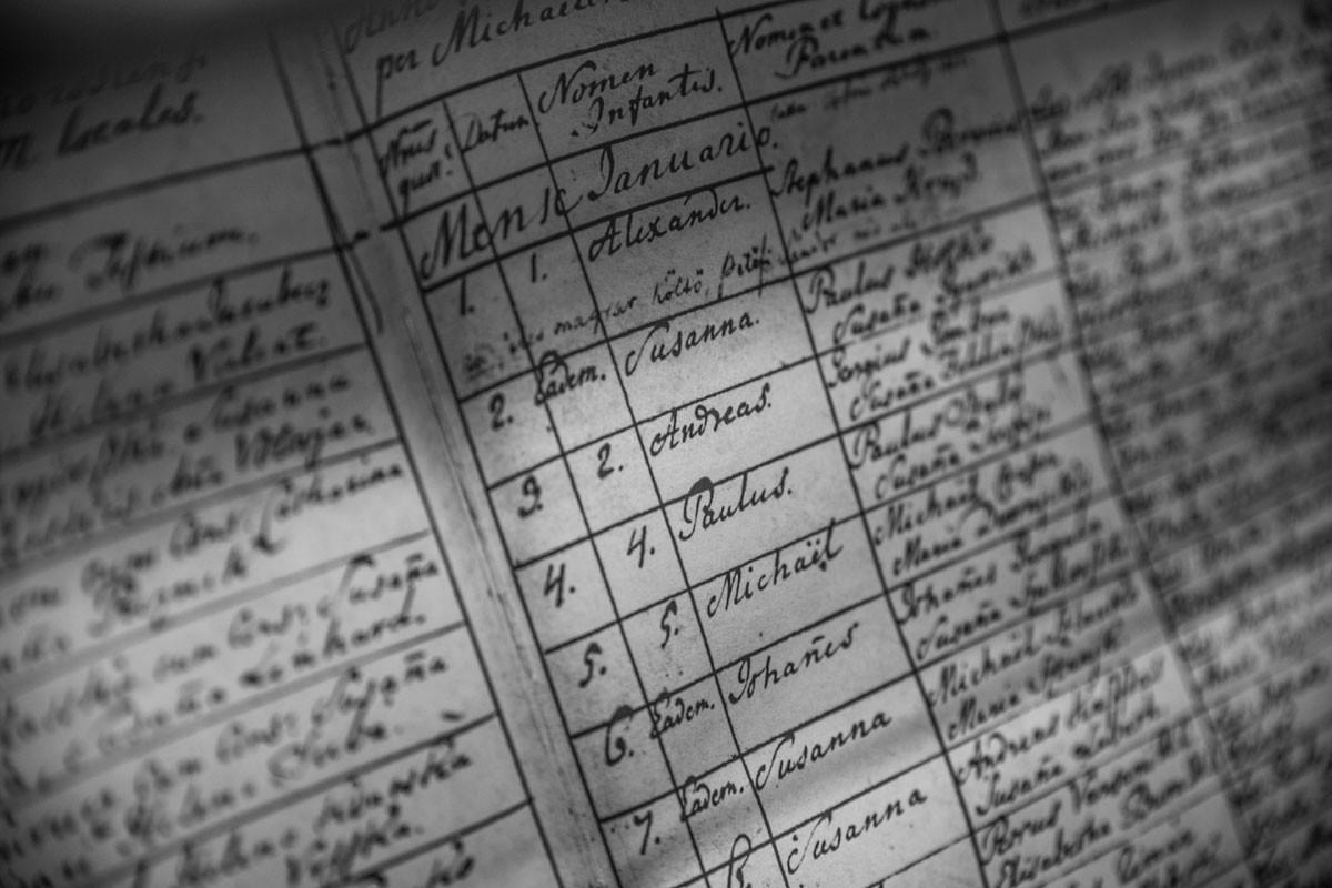 """""""A gyermek neve: Sándor"""" – írja a kiskőrösi evangélikus templom keresztelési anyakönyve latinul az 1823. év január 1-jei bejegyzésében"""