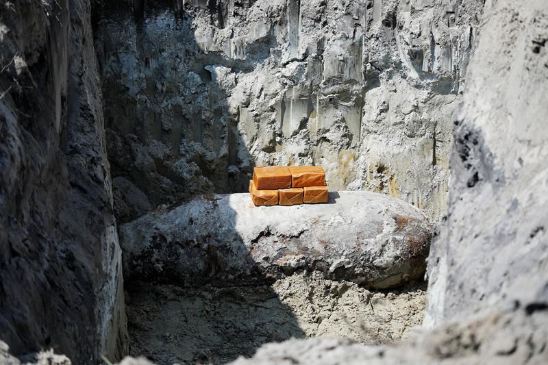 A három robbantógödörben összesen négy bombát helyeztek el