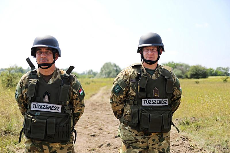 A bombákat a Magyar Honvédség I. Honvéd Tűzszerész és Hadihajós Ezredének katonái semmisítették meg