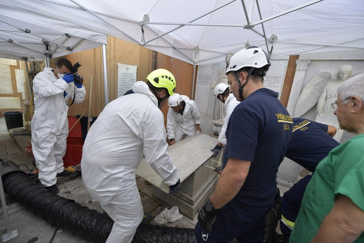 Rejtett csontkamrákat találtak egy vatikáni temetőben