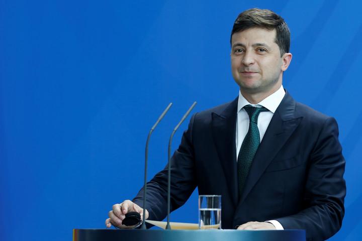 Zelenszkij pártja egyedül megszerezheti a parlamenti mandátumok több mint felét