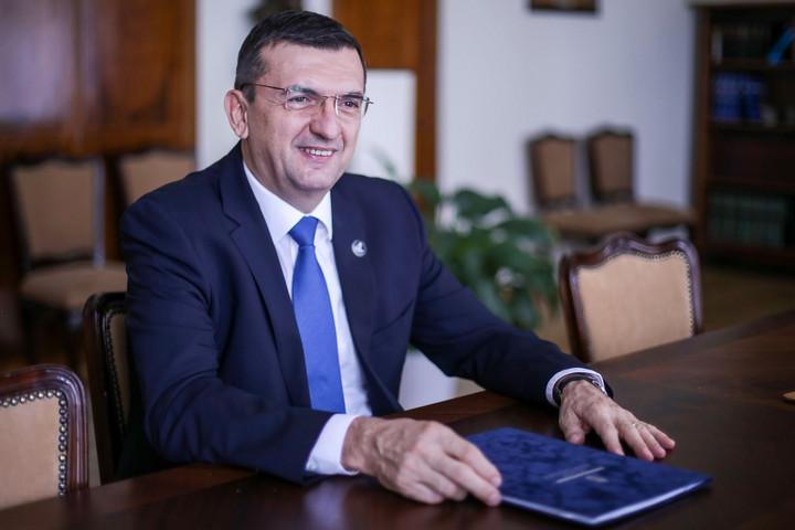 Újabb adócsökkenéssel fehéredhet tovább a magyar gazdaság