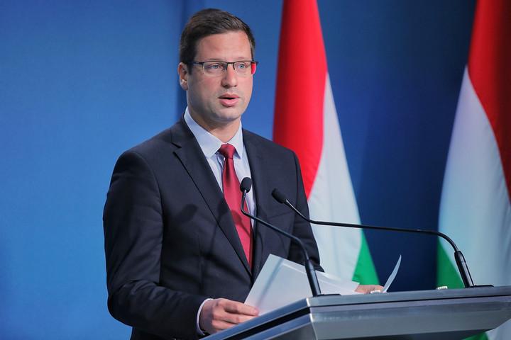 Gulyás Gergely: Ha valaki a magyar választóktól kap mandátumot, a magyar érdekeket kell képviselnie