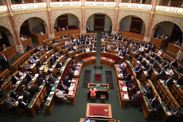 Elfogadta a parlament a jövő évi költségvetéshez beterjesztett összegző módosító javaslatot