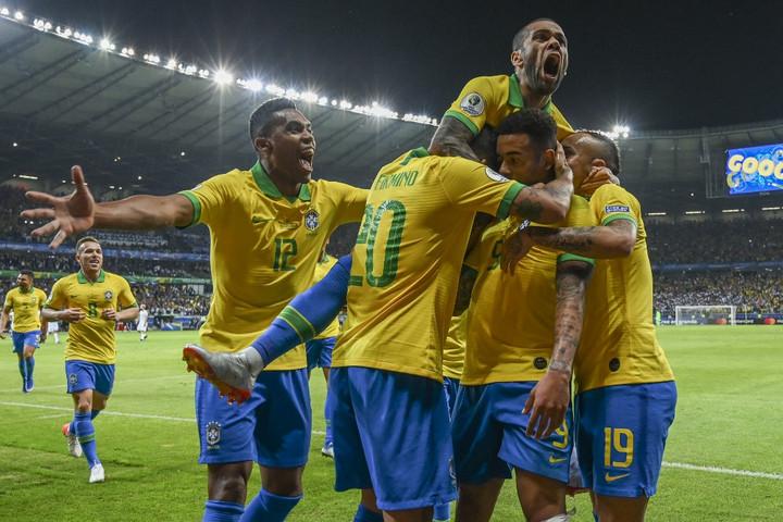 Messi csak kapufáig jutott, Brazília döntős a Copa Americán