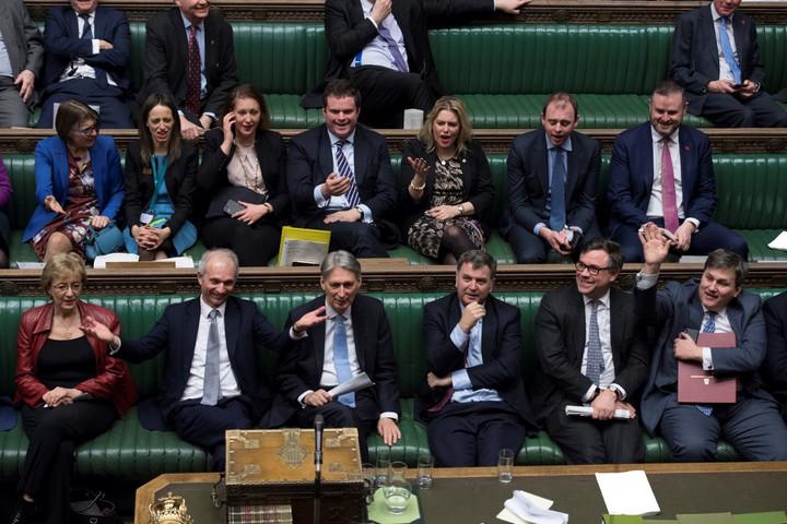 Törvénymódosítással akadályozzák meg a parlament felfüggesztését a brit képviselők