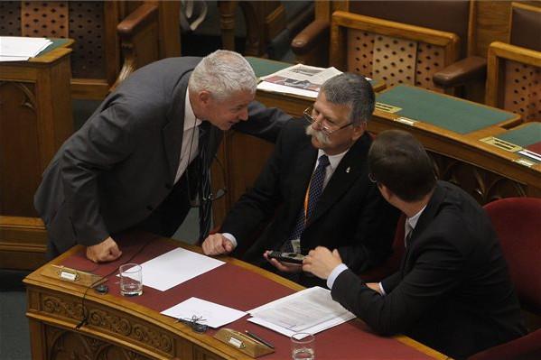 Elhalasztották a köznevelési törvény módosítását