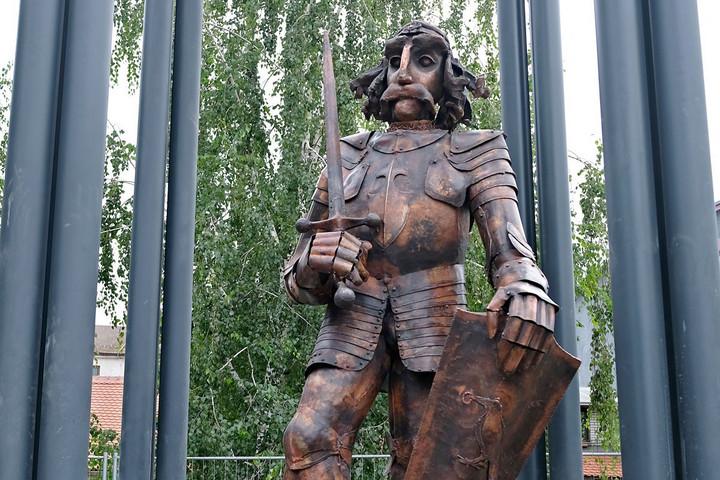 Ellopták a zimonyi Hunyadi-szobor kardját