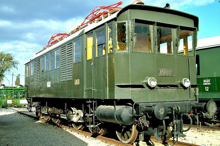 A vasútvillamosítás hazai úttörője  előtt tisztelegnek