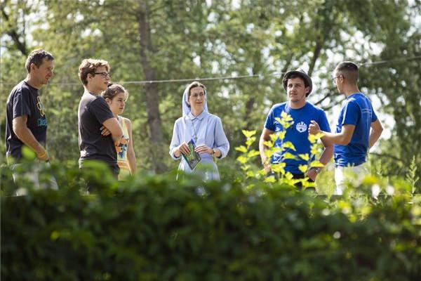 A táborozások megerősítik a fiatalokat közösségükben