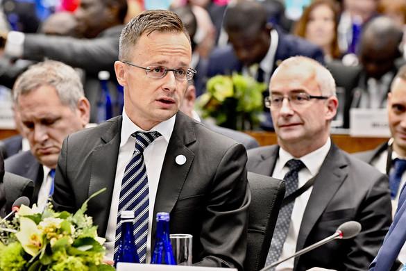 Szijjártó Péter: A bevándorláspártiak kötelezővé akarják tenni a világ legveszélyesebb migrációs csomagját
