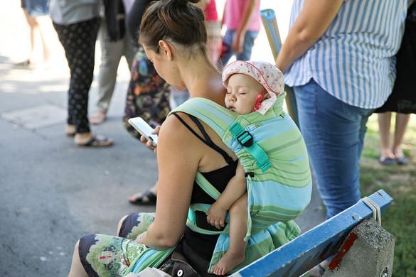 Havi negyvenezer forint bölcsődei támogatást kaphatnak a munkába álló szülők