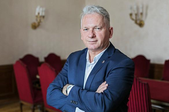 Egy intézménybe kerülnek a magyar kiválóságok