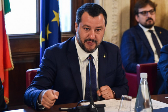 Salvini: Nem vagyunk Brüsszel, Párizs és Berlin menekülttábora