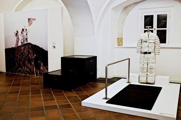 Holdraszállás a múzeumban