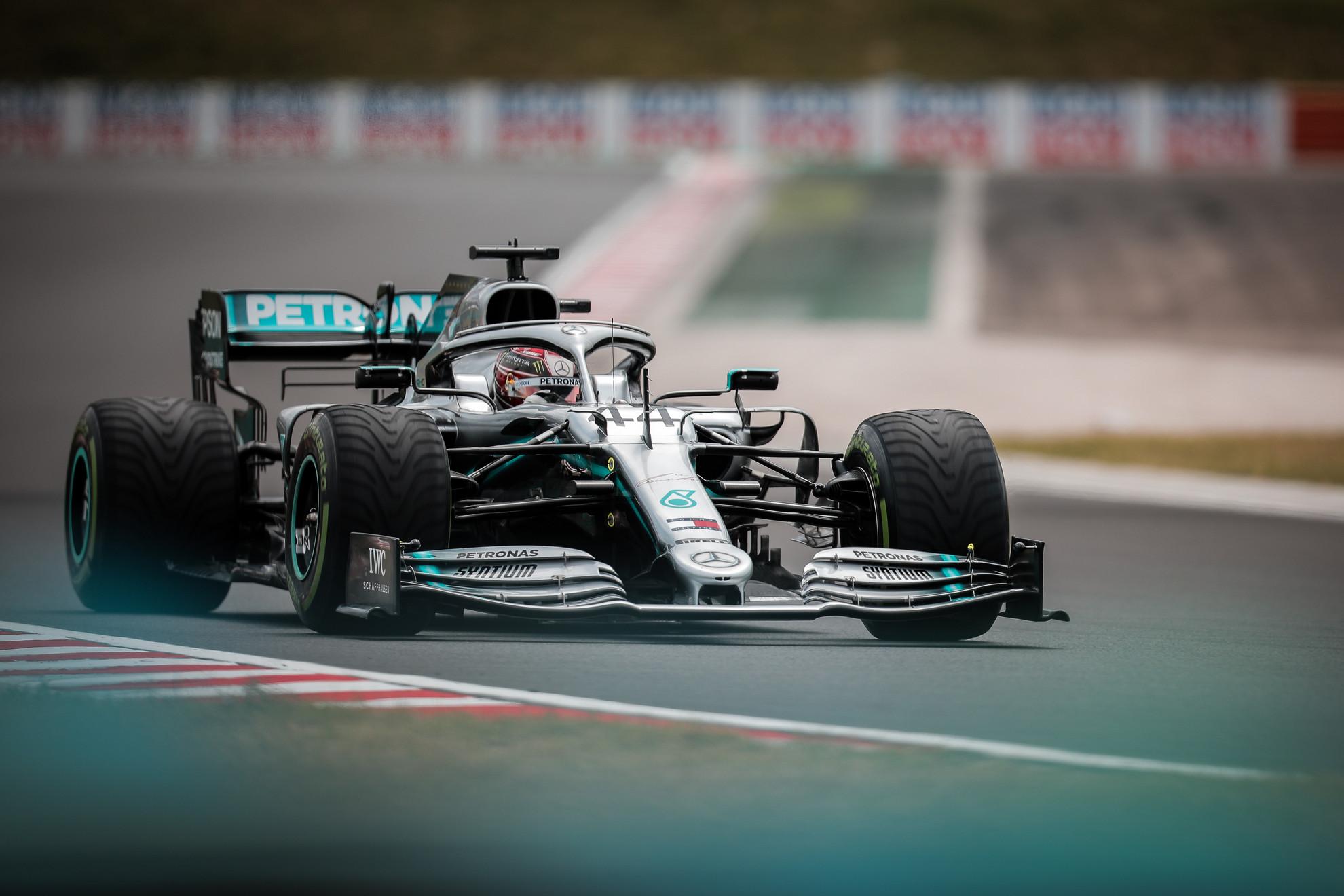 Lewis Hamilton a pénteki szabadedzésen
