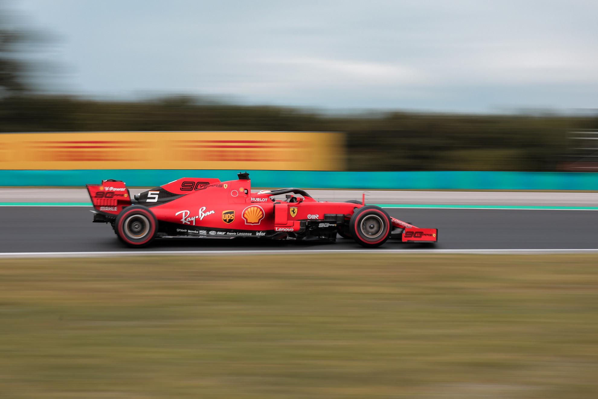 A Ferrarik igyekeztek tartani a lépést a Red Bull-al és a Mercedes-el