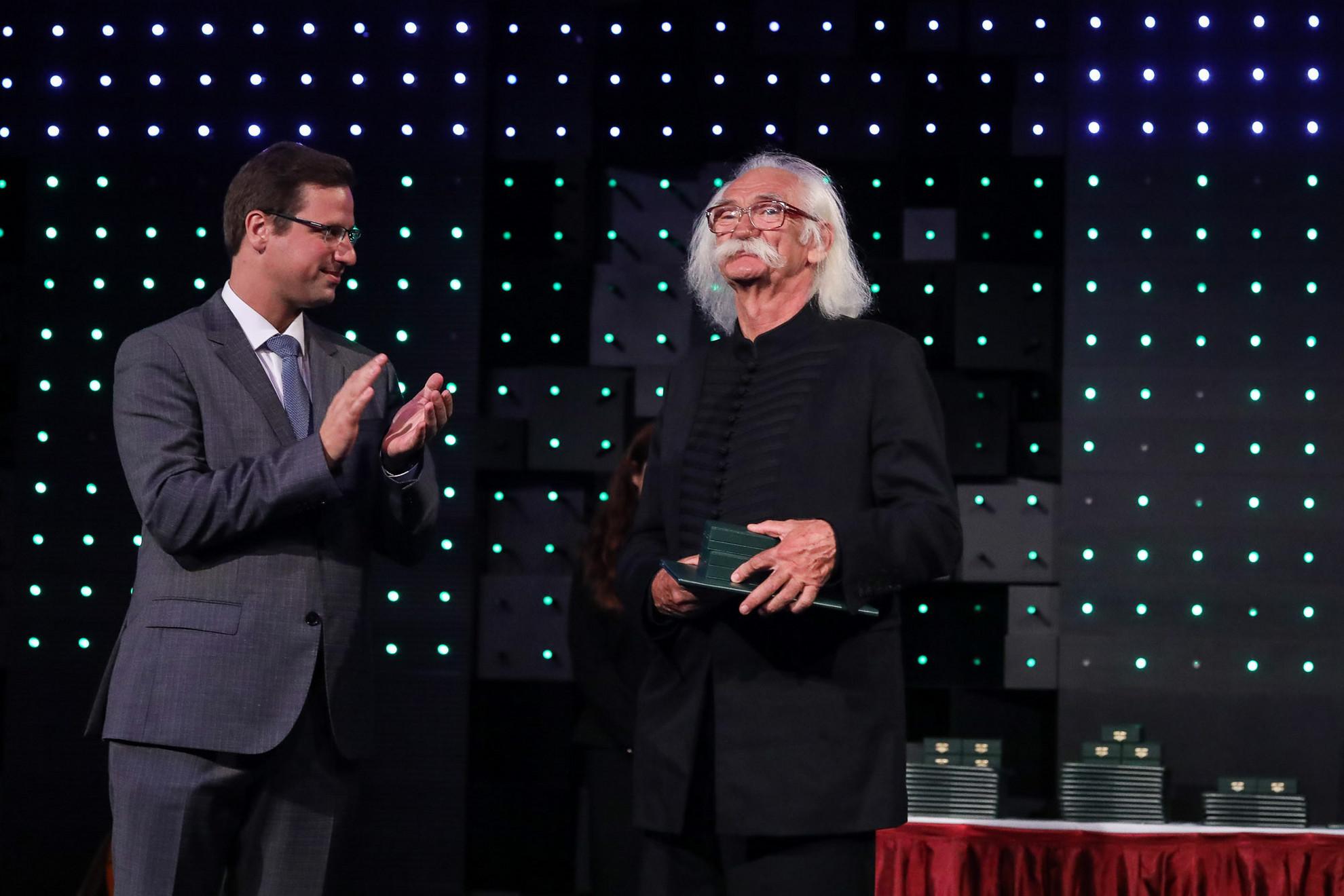Állami kitüntetést kapott Tolcsvay Béla Kossuth-díjas gitáros, zeneszerző