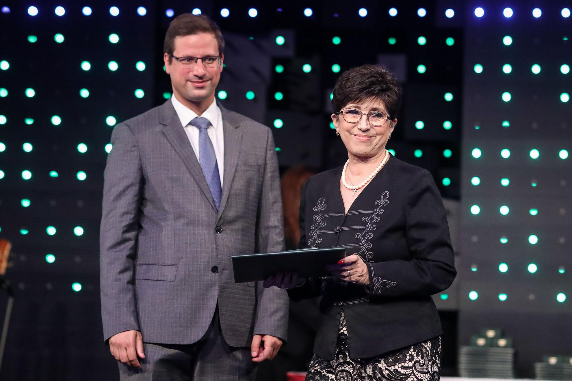 Dr. Bencze Izabella jogászt, a Közszolgálati Közalapítvány Kuratóriumának tagját is kitüntették