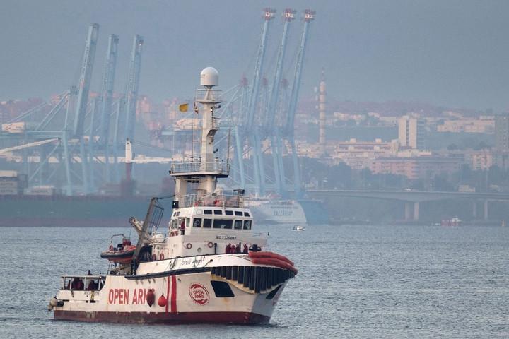 Továbbra is kikötési engedélyre vár a Proactiva Open Arms hajója