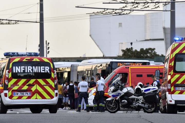 Késes támadás történt Lyon közelében, egy ember meghalt