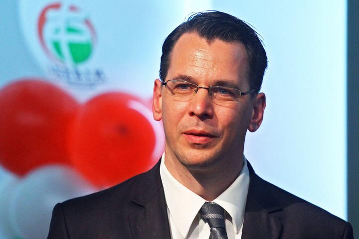 Adóemeléssel kezdi meg működését az ellenzéki összefogás jobbikos polgármestere Egerben