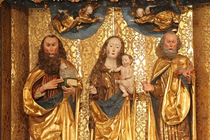 Magyarországon Szent István király avatta ünneppé Nagyboldogasszony napját, és élete vége felé, már betegen ezen a napon ajánlotta fel hazánkat Szűz Máriának