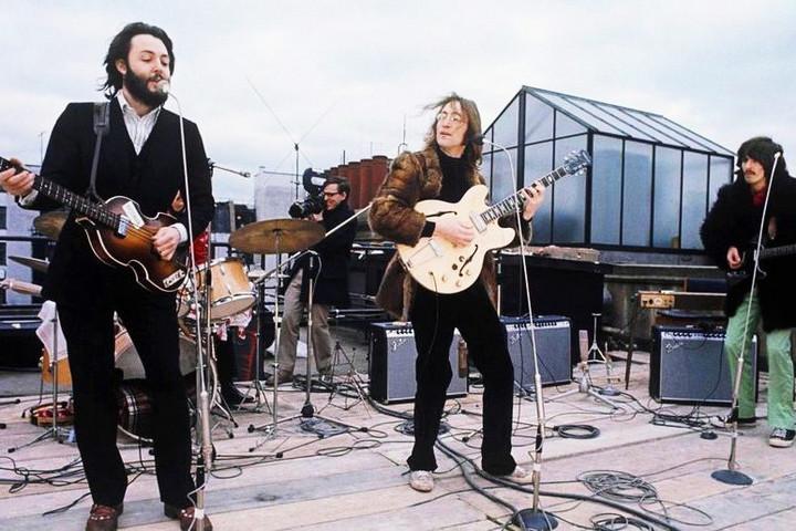 A Beatles legendás tetőkoncertjére emlékeznek Siófokon