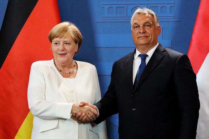 Merkel and Orban celabrate in Sopron