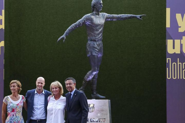 Johan Cruyff szobrot kapott Barcelonában