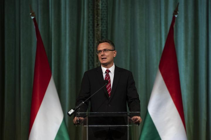 Rétvári: A ma kitüntetettekhez hasonló embereknek köszönhető, hogy a magyar nemzet egyben tudott maradni