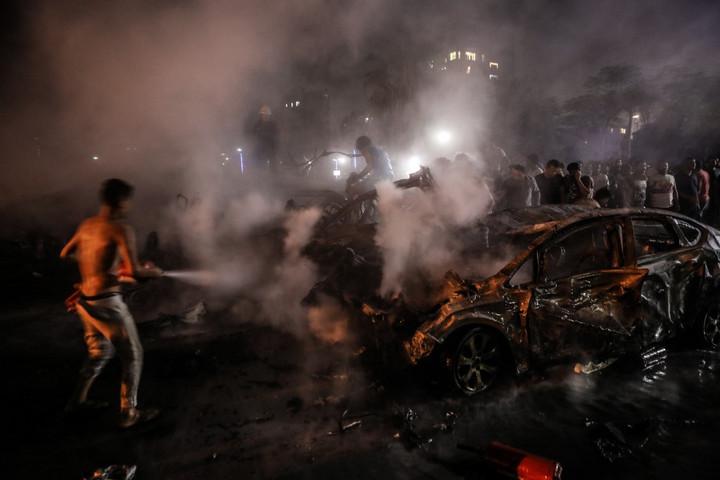 Robbanás történt Kairóban, miután több autó összeütközött, sokan meghaltak