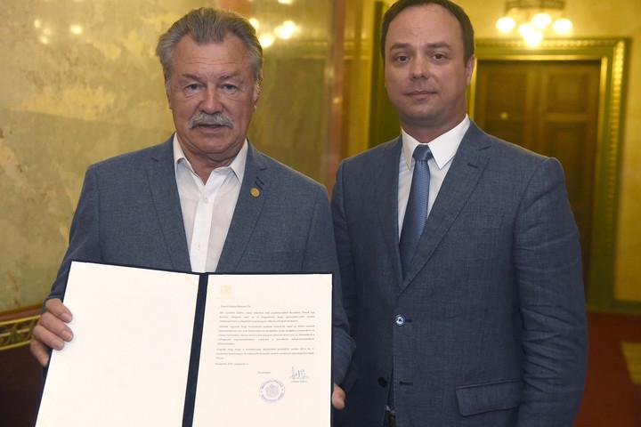 A Parlamentben köszöntötték a hetvenedik születésnapját ünneplő Farkas Bertalant