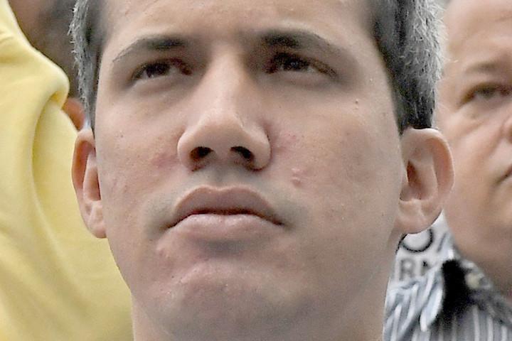 Juan Guaidó: Fel akarja oszlatni a parlamentet a hatalom