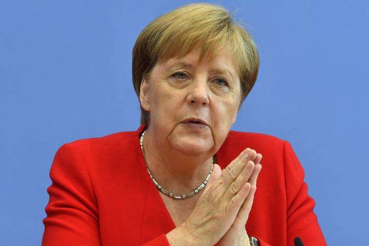 Merkel: Nem csak német probléma a Földközi-tengeren kimentett emberek ügye