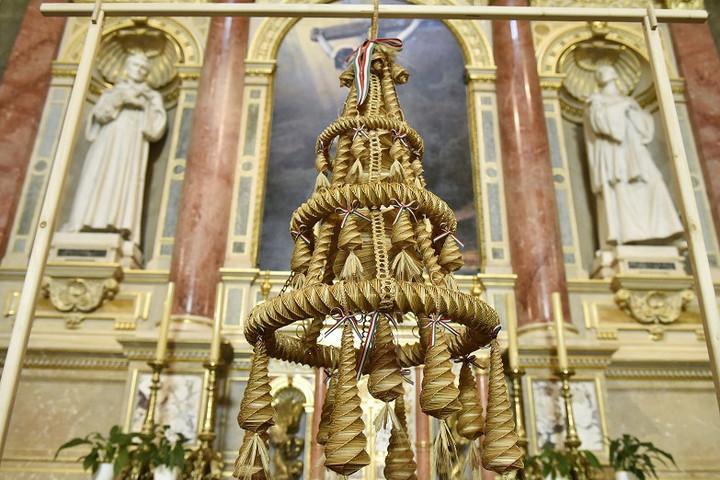 Már látható az aratókoszorú a Szent István-bazilikában
