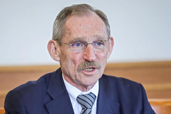 A veszélyhelyzet idején Pintér Sándor irányítja az Országos Kórházi Főigazgatóságot