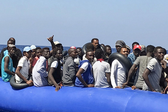 Ötszáz migránst hozna Európába két NGO-hajó