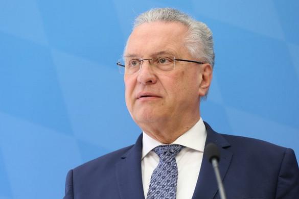 A bajor belügyminiszter szerint a menedékkérők befogadása kockázatokkal jár