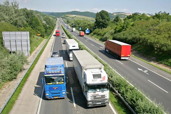 Visszaállnak a hétvégi kamionstop általános szabályai