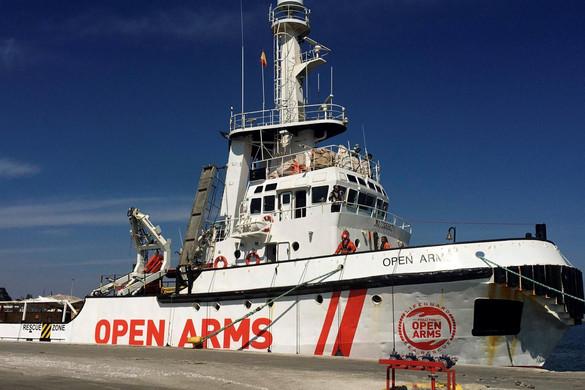 Evakuáltak egy családot a Proactiva Open Arms hajójáról