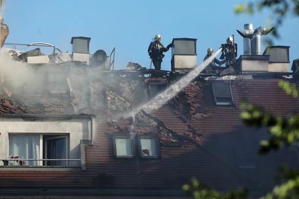 Tűz ütött ki egy hétemeletes lakóépület tetején Budapesten