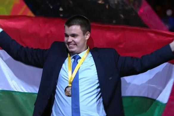 Aranyérmet szerzett Simon Krisztián bútorasztalos a szakmák világversenyén