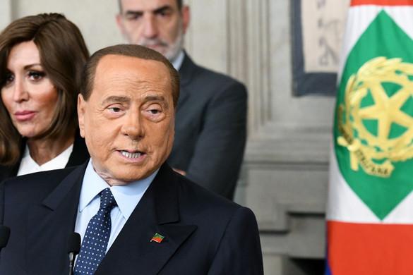 Berlusconi is előrehozott választásokat sürget, beállt Salviniék mögé