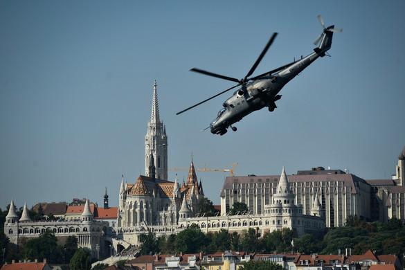 Ilyen volt a légi parádé a Duna felett