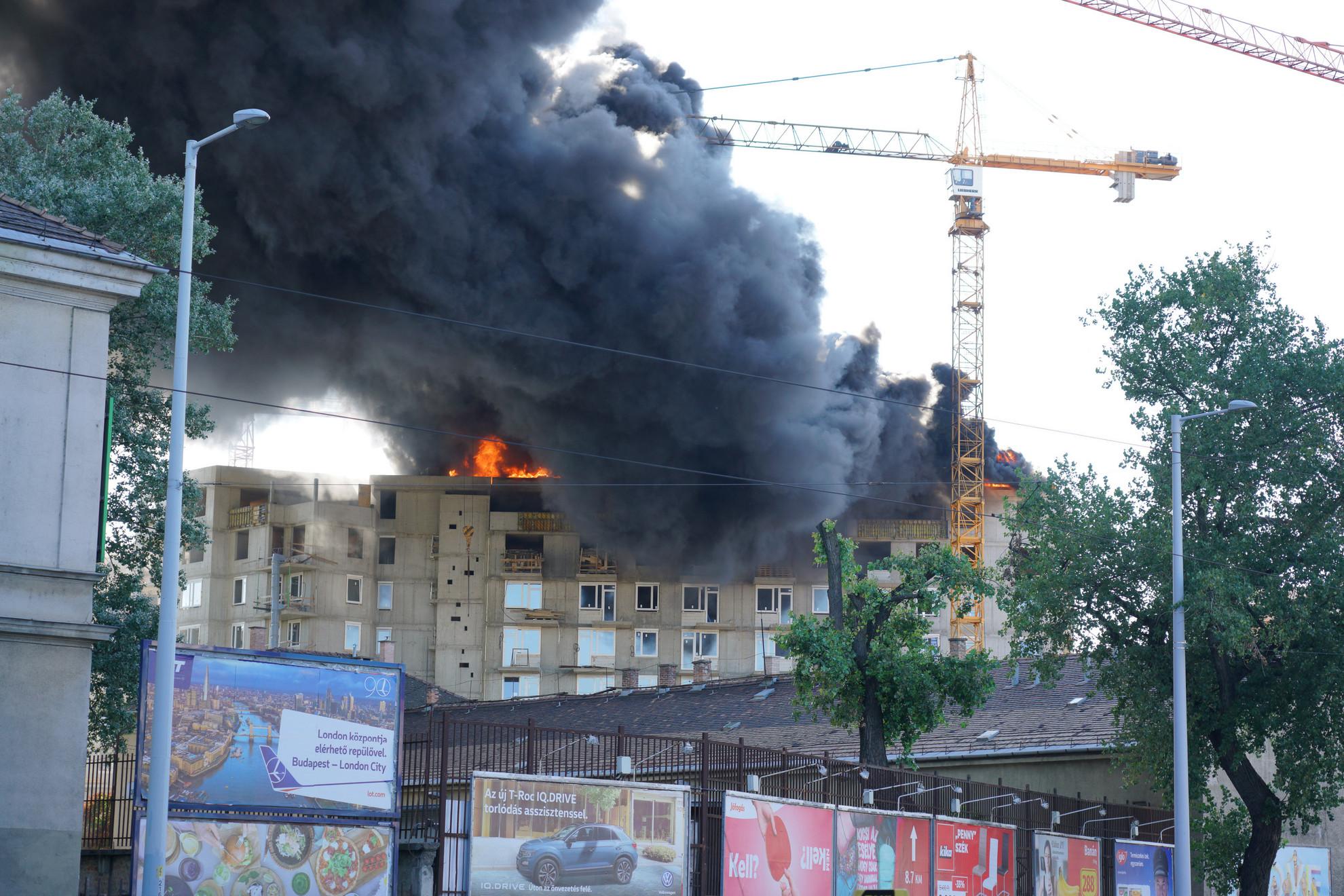 Az épület tetőszerkezetében keletkezett a tűz